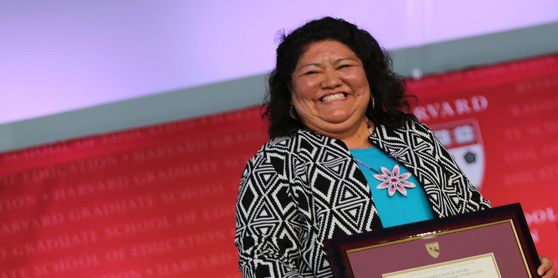 Tarajean Yazzie-Mintz receiving the Alumni Council Award