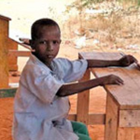 A refugee sits in a makeshift, outdoor school in the Ifo camp in Dadaab, Kenya. (Photo: Erin Hayba)